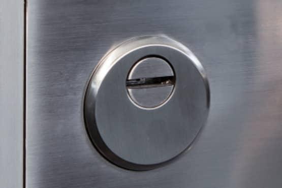 puerta pivotante seguridad