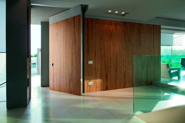 puerta pivotante interior