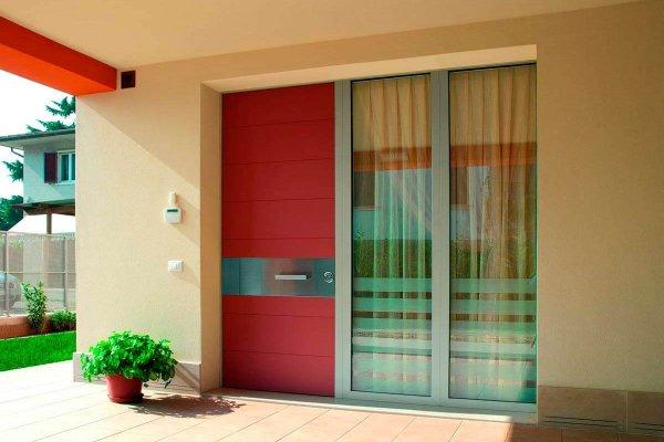 puerta synua roja